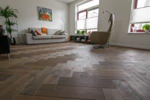 Visgraat vloer bruin Zuidhorn