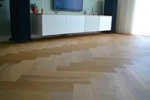 Visgraat vloer geplaatst in Meerstad