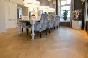 Visgraat vloer in Heerenveen