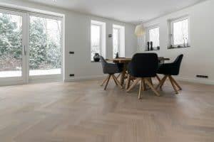 Visgraat vloer met smalle planken Friesland