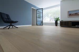Witte houten vloer zonder noesten