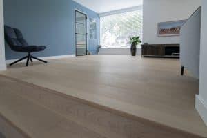 Witte vloer met lange planken