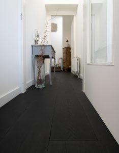 Zwarte eikenhouten vloer