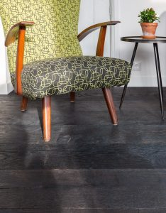 Zwarte oude plankenvloer
