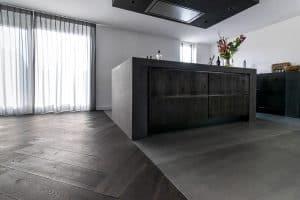 Zwarte visgraat vloer 18 x 90cm