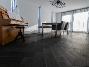 Zwarte visgraat vloer