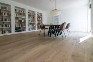 Blanke eiken vloer woonkamer