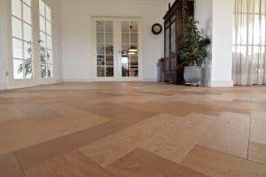 Visgraat vloer Franeker woonkamer