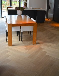 Visgraat vloer in Amstelveen