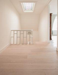 Witte vloer overloop