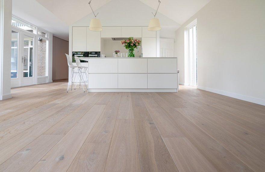Is een houten vloer geschikt voor in de keuken