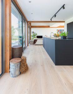 Blanke eikenhouten vloer Leeuwarden