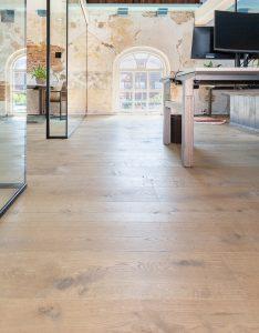 Houten vloer in kerk Heerenveen