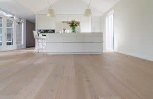 Is het mogelijk om een houten vloer over een tegelvloer te leggen?