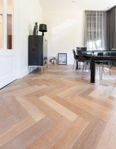 Visgraat vloer in Leeuwarden