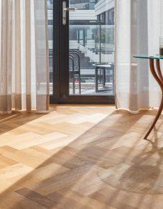 Visgraat vloer semi tapis