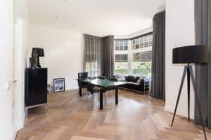 Visgraat vloer woonkamer Leeuwarden