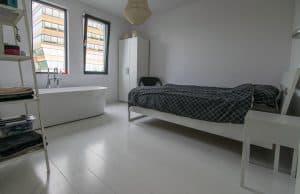 Exclusieve slaapkamer vloer wit gelakt