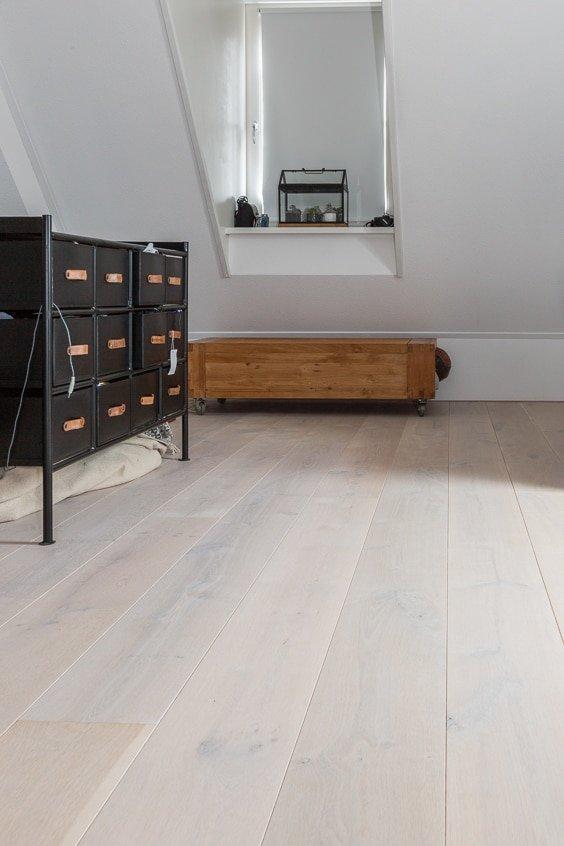 Houten vloer slaapkamer wit