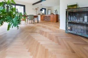 Visgraat vloer naturel binnenkijken Groningen