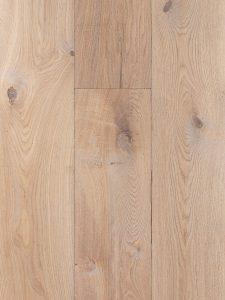Plankenvloer met verouderd karakter en geschikt voor op vloerverwarming.