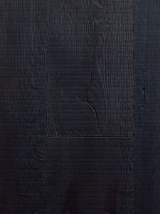 Zwarte oude eiken vloer