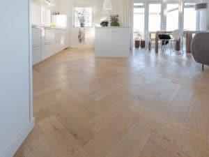 Visgraat vloer in Schagen