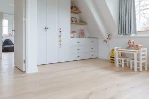 Planken vloer in slaapkamer