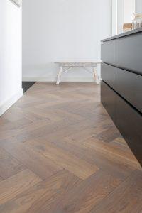 Visgraat vloer in Haarlem geplaatst