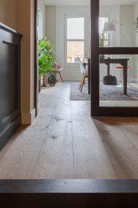 Verouderde vloer van eikenhout