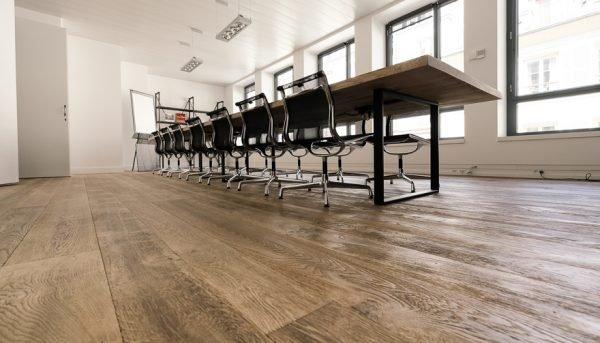 Geborstelde rustieke houten vloer